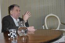 Beseda s profesorem Janem Sokolem.