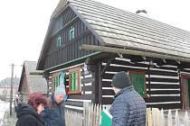 Oprava muzejní roubenky z roku 1789 v Železnici je u konce. Výměna trámů, oken, mazanice, nové omítky, nátěry a výmalba přišly na téměř 900 tisíc korun.