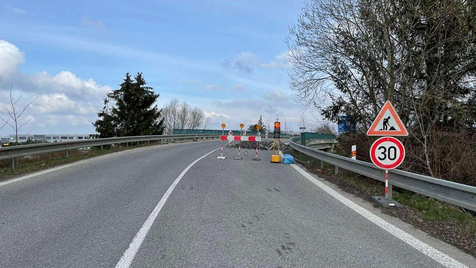 Aktuální práce na mostě obchvatu Jičína