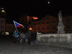 Setkání u příležitosti výročí 17. listopadu na náměstí v Jičíně.