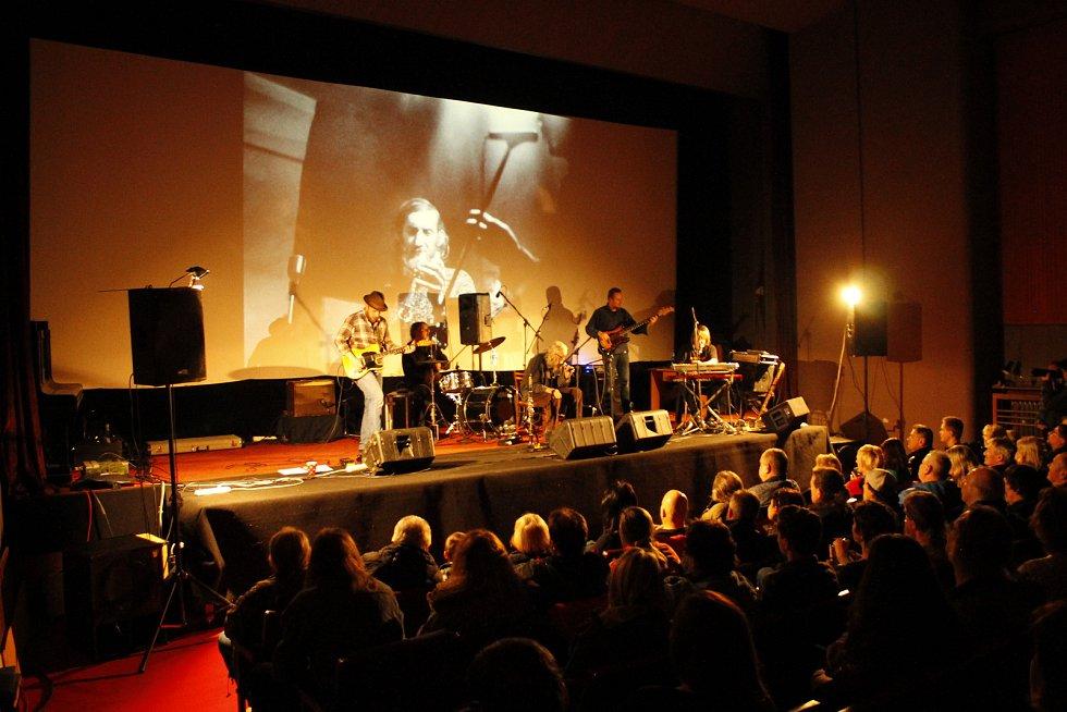 Koncert legendární kapely The Plastic People of the Universe v Nové Pace.