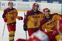 Naděje. Hokejová Dukla vyhrála v sobotu na ledě ústeckých Lvů třetí utkání v semifinálové sérii a je jedno vítězství od postupu do baráže o extraligu.