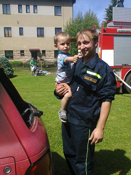 Spolupráce hasičů, policistů a záchranářů.
