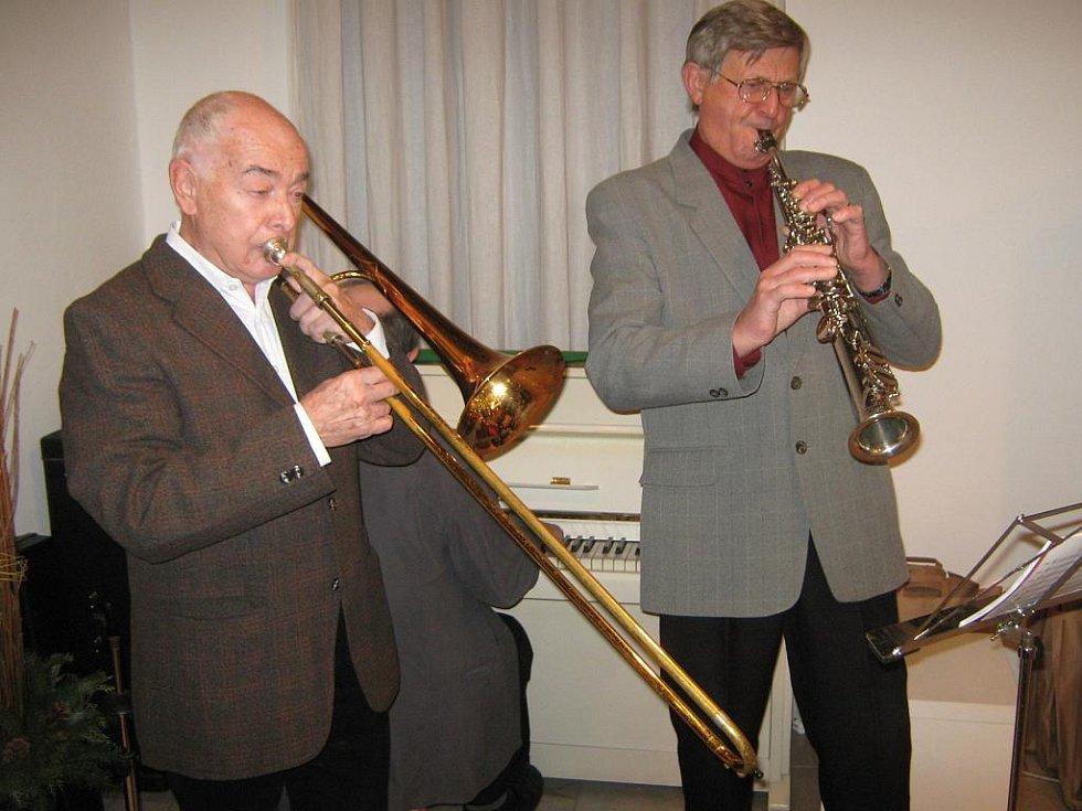 Koledami a vánočními písněmi navodili atmosféru trio Dixielandu.