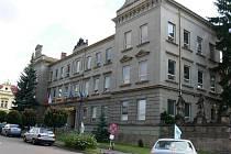 Budova hořické Střední průmyslové kamenické a sochařské školy.
