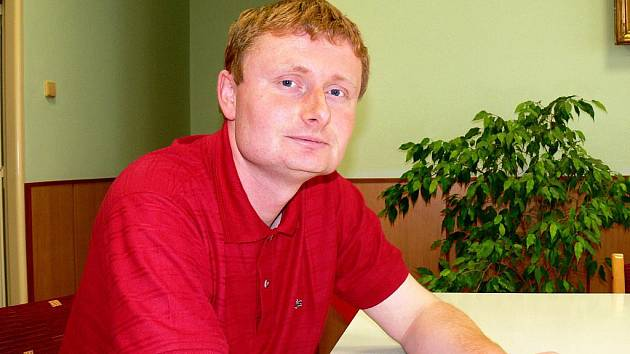 Starosta Mlázovic Tomáš Komárek.