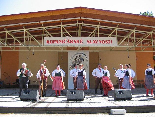 Bělohradský soubor Hořeňák v Kopanicích.