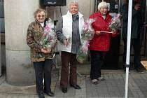 Dana Jakoubková (vpravo) oceněná za rýžový salát.