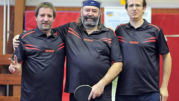 Stolní tenisté zleva Pavel Čech, Jiří Soukup, Martin Budina.