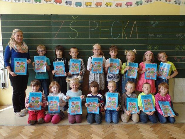 Prvňáčci zpeckovské školy.