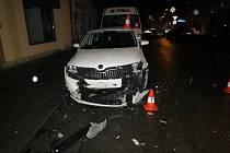 Poškozený automobil v Hořicích.