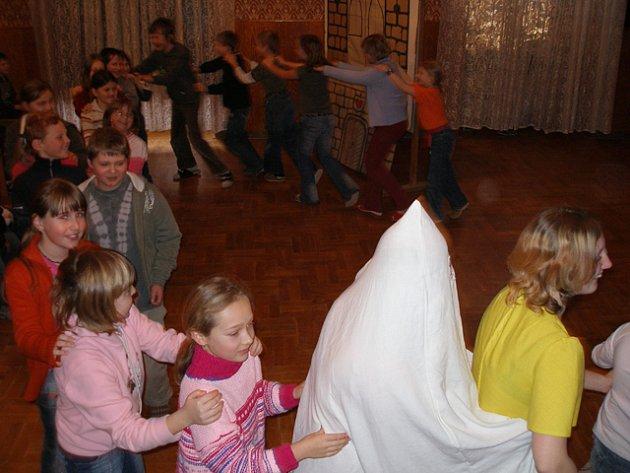 Z představení pro děti bělohradské mateřské i základní školy.