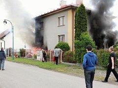 Požár domu v Lázních Bělohradě.