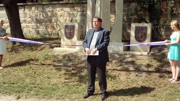 Slavnostní odhalení pomníku na hořickém Gothardu.