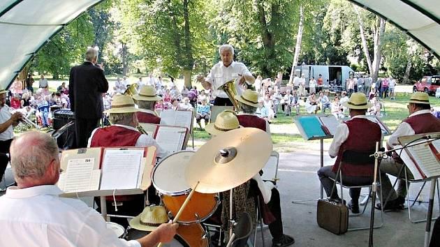 Během Hořických hudebních slavností se představí také ve Smetanových sadech řada kapel.