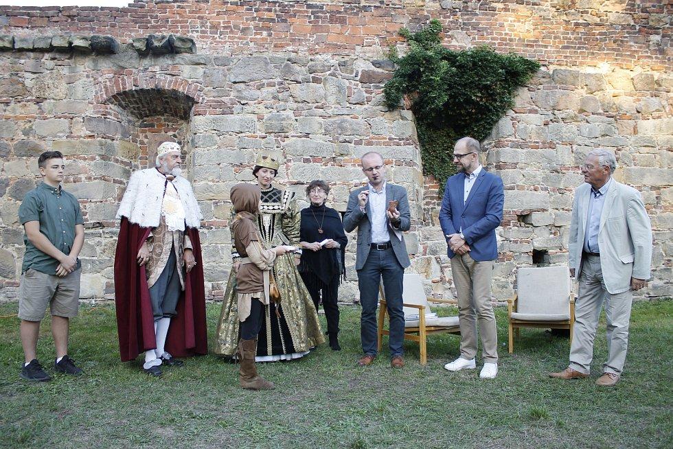Do světa byla vypuštěna nová kniha Pelíšek z Prachovských skal.