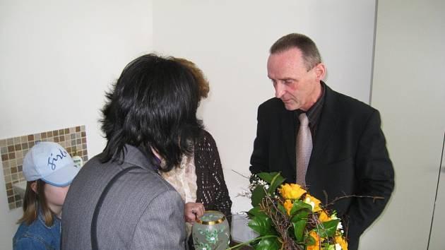 MUDr. Alois Kolina při slavnostním otevření své nové ordinace.
