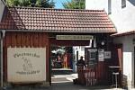Pivovar v Miletíně založil řád německých rytířů. V tradici nyní pokračují tři srdcaři.