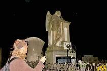 MARTIN  KRUMMHOLZ  představil dílo Suchardů na novopackém  hřbitově.