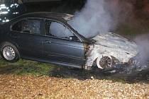 Požár poničil BMW.
