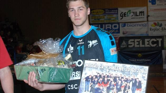NEJUŽITEČNĚJŠÍM HRÁČEM Tipgames extraligy v uplynulé sezoně byl vyhlášen Tomáš Babák.