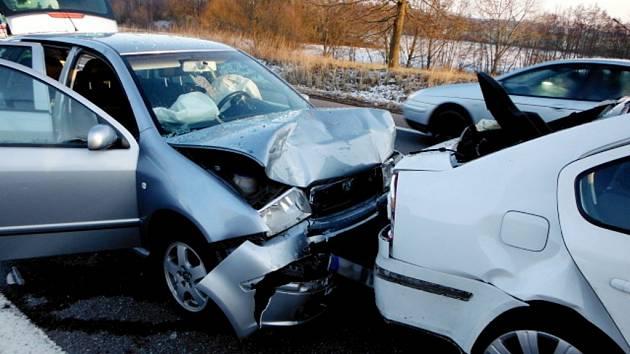 Dopravní nehoda čtyř vozidel u Úlibic.