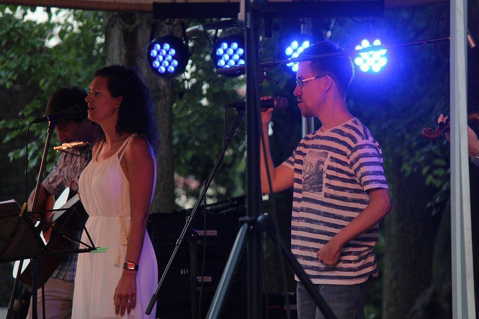 Uskupení Jakuba Kazdy a přátel si vysloužilo nadšení parkového publika.