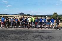 Házenkáři jičínského Ronalu se připravují na nový extraligový ročník. Na snímku tým při výjezdu na kolech v rámci letní přípravy.