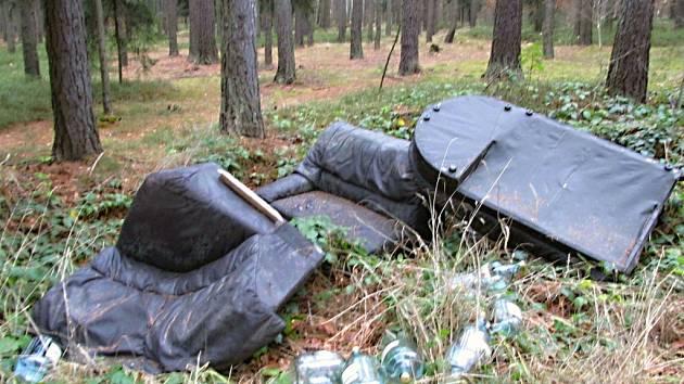Gauč v lese - nevíte čí je?