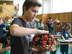 Mladí kopidlenští zahradníci.