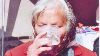 Asijské babička kouření