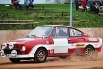 ZÁVODNÍ vůz Škoda  130 RS, se kterým odstartovali Vladimír Mužák a  Pavel Vydra do Rallye Praha Revival.