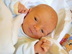 DOMINIK SLAVÍK se narodil 15. dubna s porodní mírou 47 cm  a váhou 2,97 cm. Radost z Dominika mají rodiče Lucie Skrbková  a Ladislav Slavík z Jičína.