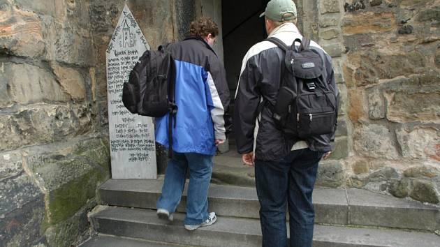 Vchod do jičínské Valdické brány.