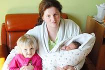 Nikolka je šťastná, 20. března se jí v jičínské porodnici narodila malá sestřička Terezka, která vážila 3,7 kilogramu a měřila rovných 50 centimetrů. Doma v Hořicích bude jistě mamince Erice Frýdové a tatínkovi Davidu Frýdovi s miminkem pomáhat.