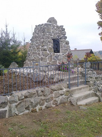 Pomník vBrdě na památku padlých.