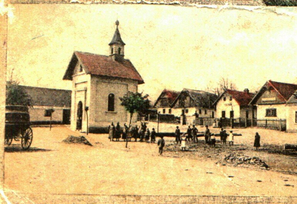 Historická náves v Dětenicích.
