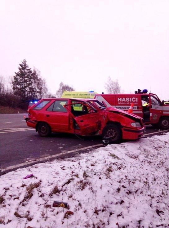 Dopravní nehoda dvou osobních vozidel u Staňkovy Lhoty.