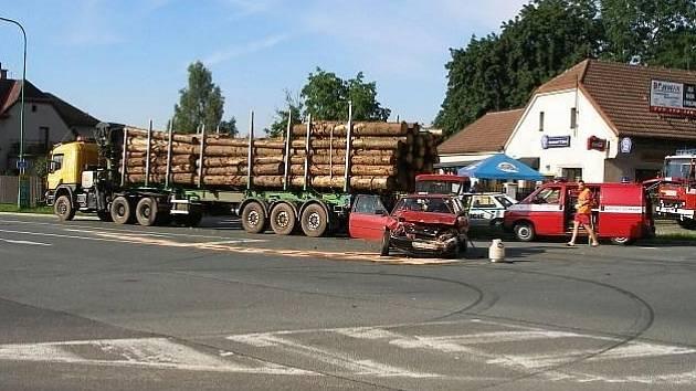 Naložené dřevo vydrželo.
