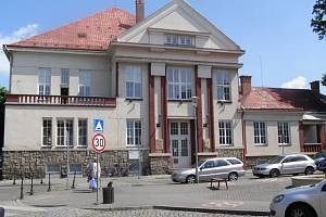 Jičínská knihovna dnes hostí literární besedu.