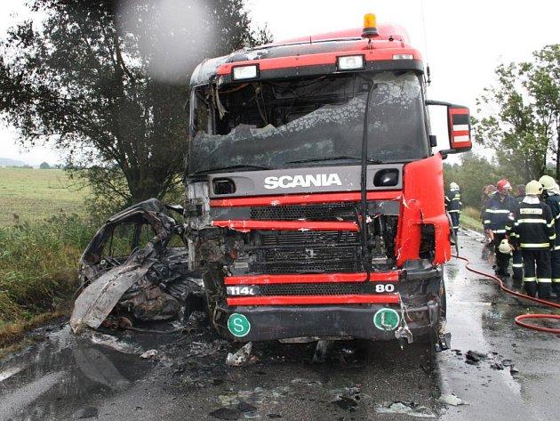 Tragická dopravní nehoda mezi Čimyšlí d Újezdem pod Troskami.