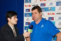 Trenér Petr Babák v rozhovoru s redaktorem České televize.