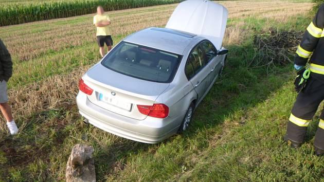 Večerní dopravní nehoda se naštěstí obešla bez zranění.