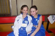 Terka Volechová a Nikča Doškářová, jičínské minižákyně po velice zdařilých zápasech.