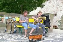 Pouliční koncert skupiny Řev střev.