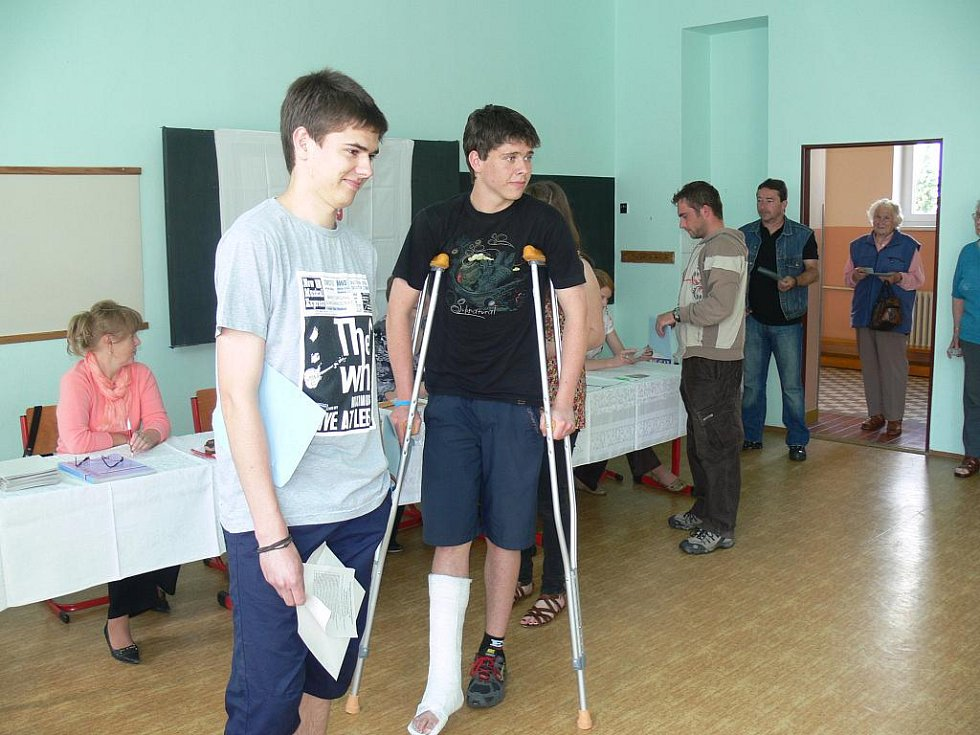 První voliči ve Valdicích.