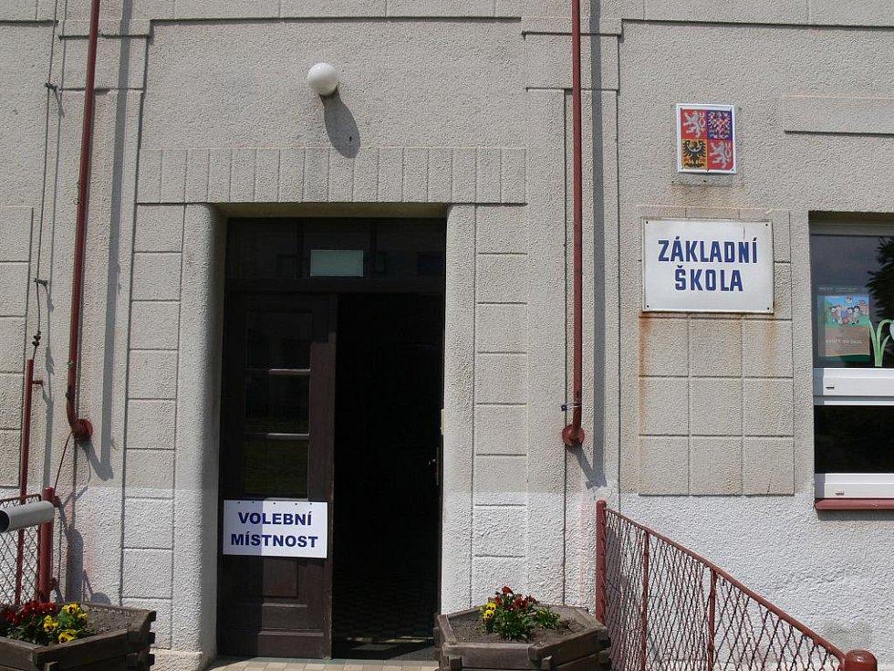 Volby ve Valdicích ve škole.