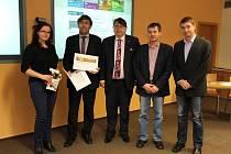 Vítězové soutěže Zlatý erb. Za Jičín převzal ocenění (spodní snímek) místostarosta Jan Jiřička (druhý zleva).