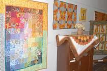 Výstava patchworku v jičínském muzeu.
