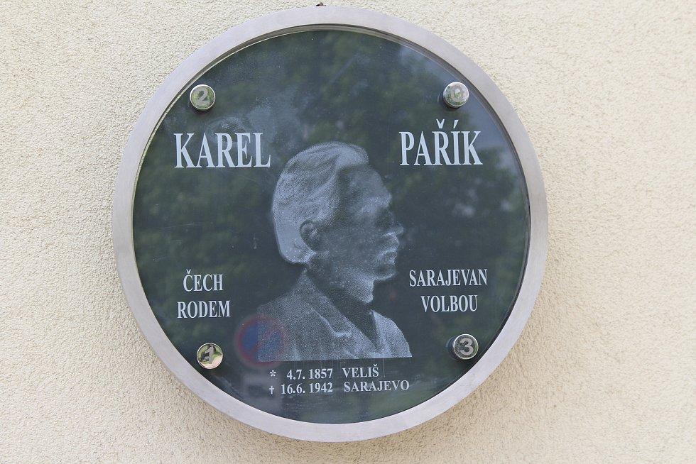 Plaketu Karla Paříka odhalili v roce 2013.